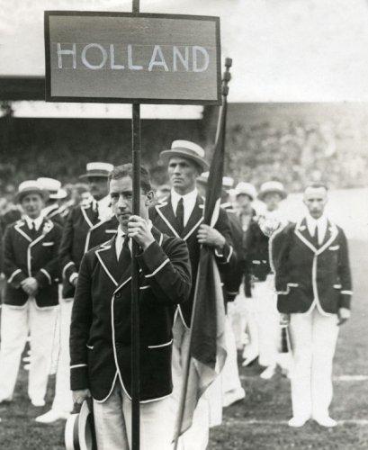 Intocht Nederlandse Olympische ploeg bij de opening van de Olympische Spelen 192…