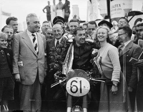 TT-races te Assen. Huldiging Bell
