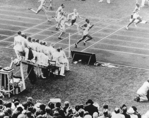 Jesse Owens tijdens de Olympische Spelen van Berlijn in 1936. Hij won tijdens de…