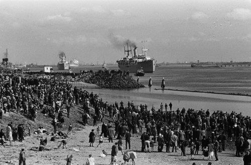 Feijenoordsupporters naar Lissabon. De schepen Groote Beer en Waterman bij Hoek …