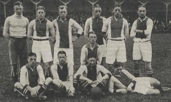 Deze afbeelding heeft een leeg alt-attribuut; de bestandsnaam is Ajax-1918-elftal.jpg